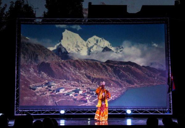 Fesnits_2016_Bassa_bailes_nepal