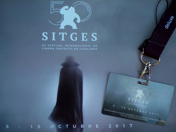 Acreditación y portada del libro del 50 Festival de Sitges